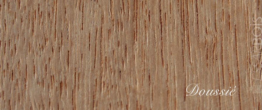Essence de bois doussi exotique essarbois for Placage de bois exotique